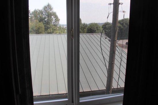 Clackamas Inn & Suites: View from my window
