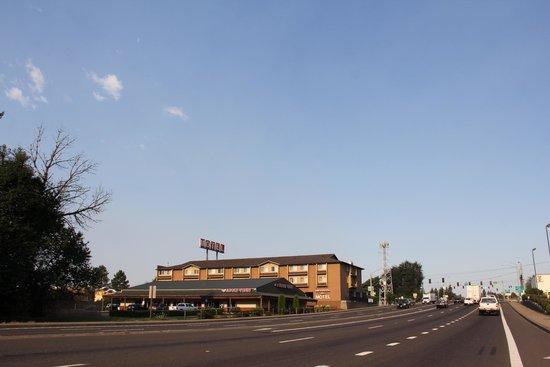 Clackamas Inn & Suites: As seen from the main east/west arterial