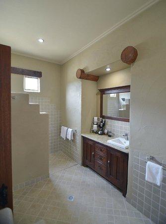 Casa La Vina: Spa Villa Bathroom