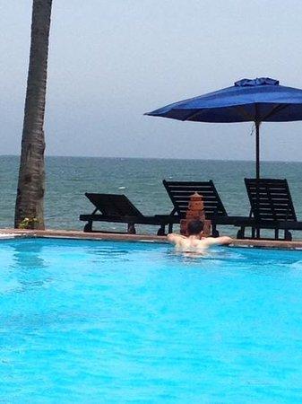 Rang Garden Bungalow Resort: poolside