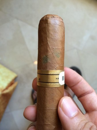 J&J La Casa del Habano : Mold on the Romeo Juliet wide Churchill after one of the bands were removed?