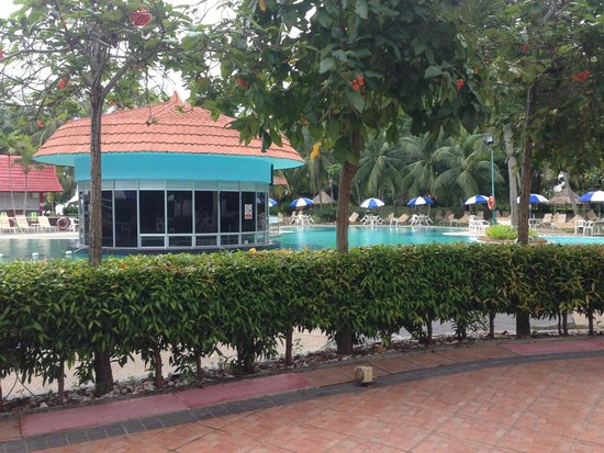 Bayview Beach Resort: Pool side from breakfast table