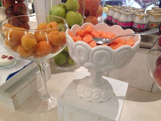 Boscolo Exedra Roma, Autograph Collection: Loved the way the fruits were served!