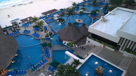 Royal Solaris Cancun : View of some of the pools