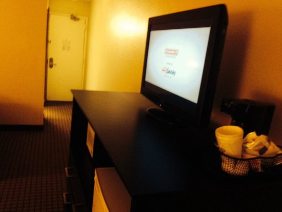 International Palms Resort & Conference Center: TV microwave etc