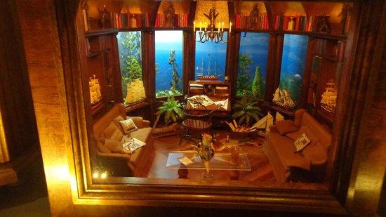 The Mini Time Machine Museum of Miniatures: Mini Parlour With a Mini Amazing View
