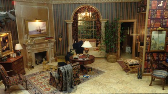 The Mini Time Machine Museum of Miniatures: Little Living Room