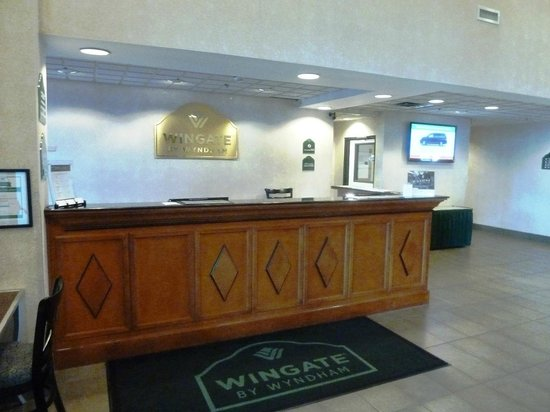 Wingate by Wyndham Cincinnati/Blue Ash: The entry and reception