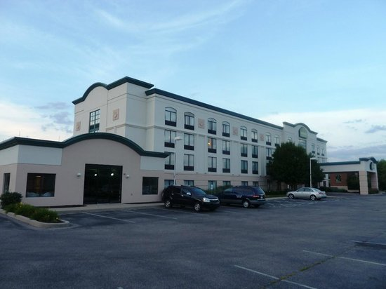 the hotel from the back - picture of wingatewyndham cincinnati