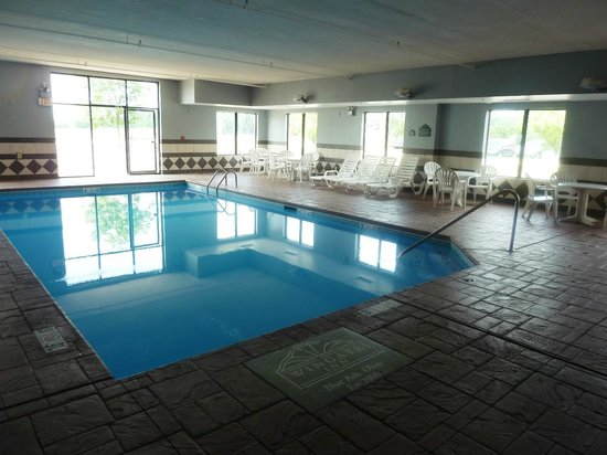Wingate by Wyndham Cincinnati/Blue Ash: The indoor swimming pool