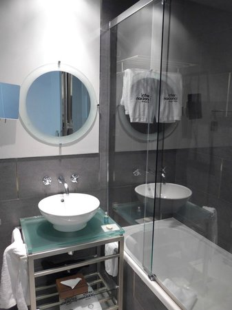 Internacional Design Hotel: Bathroom