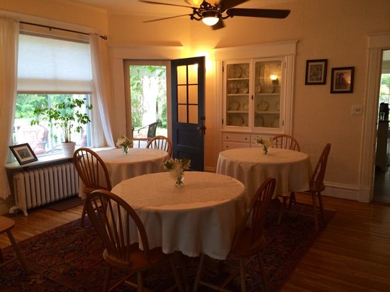 The Inn At Woodhaven Farm: Dining room