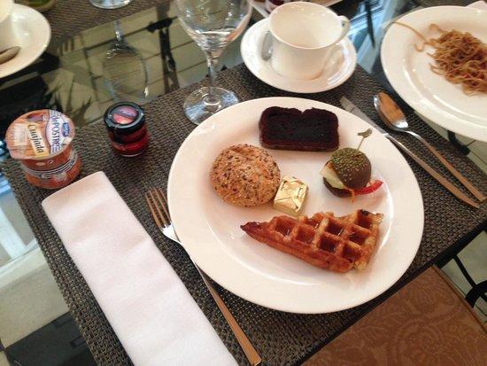 El Palace Hotel: The best breakfast!