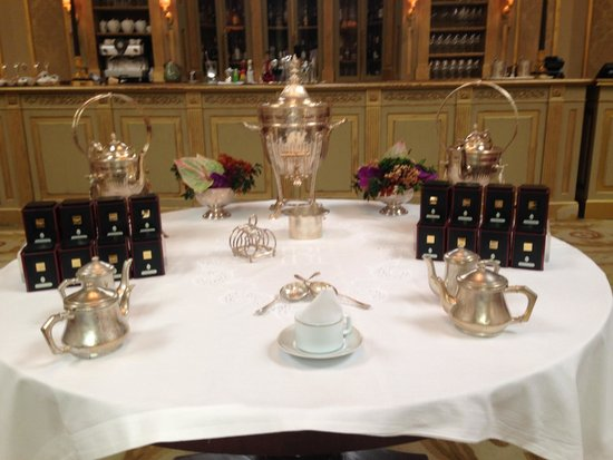 El Palace Hotel: The afternoon tea service