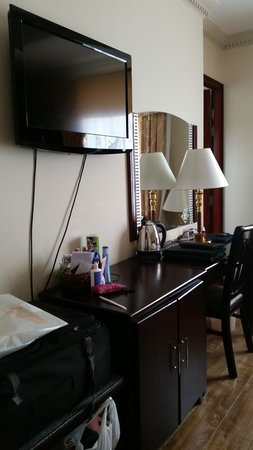 Golden Central Hotel: writing desk
