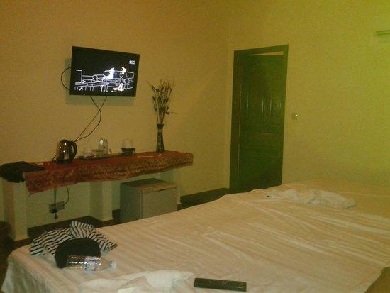 G Eleven Hotel: Triple room