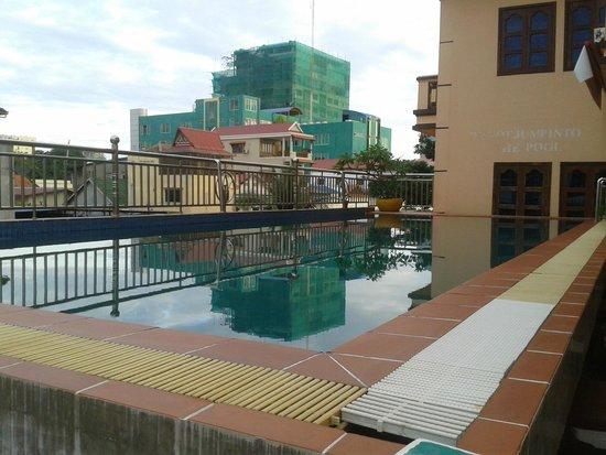 G Eleven Hotel: Pool