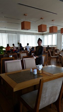 Golden Central Hotel: breakfast dining