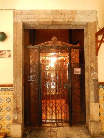Hotel Frances: elevador