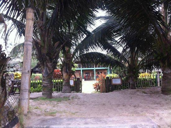 Hostal Kundalini: entrada por la playa