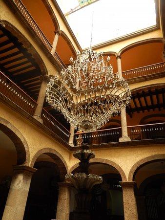 Hotel Frances: candelabro