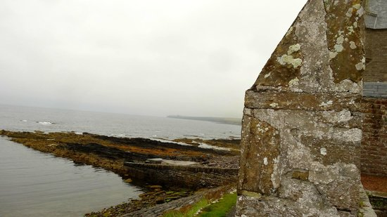 Ackergill Tower: The fortified waterfront