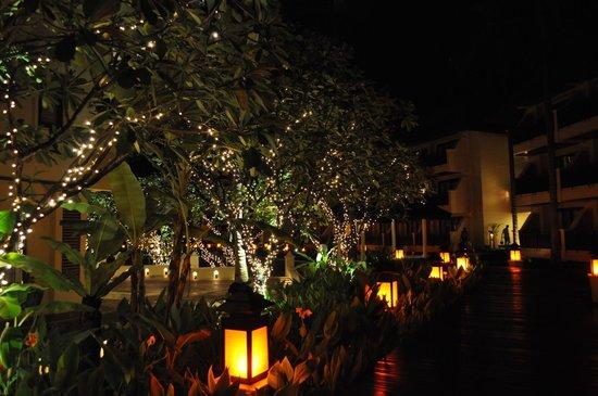 The Emerald Cove Koh Chang : Amari at night