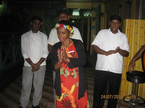 Nadi Bay Resort Hotel : Even the chefs join in