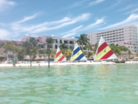 The Royal Cancun All Suites Resort: Sailboats are gratis, reserve for an hour the day before