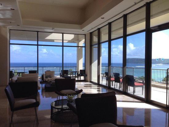 Pacific Star Resort & Spa: フロントは広々としていて海が目の前なので眺めは最高でした。