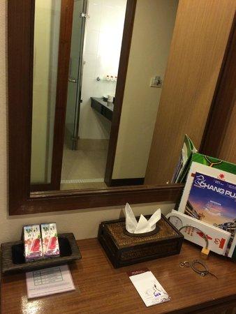 Maninarakorn Hotel: nice bathroom