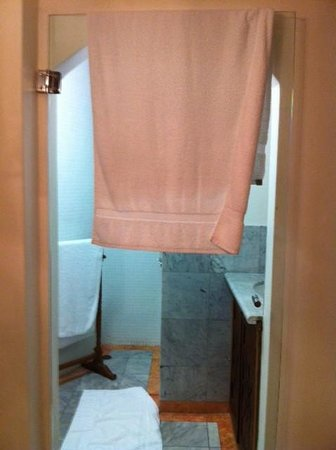 Rae's on Wategos: The glass door with towel