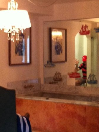 Rae's on Wategos: View of toilet from front door
