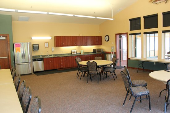 Winchester Bay RV Resort: The Marine Activity Center is where you can hold gatherings
