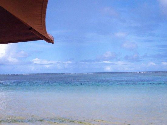 Pacific Star Resort & Spa: プール直結のビーチは透明度も抜群で最高でした。甥っ子たちはシュノーケリングしたりしてずーっと飽きずに遊んでましたよ(笑)