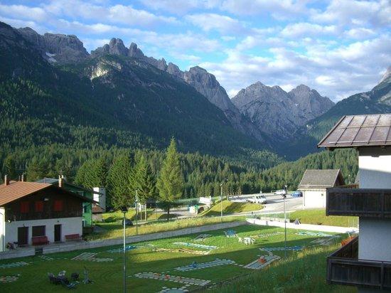Hotel Posta : Vista dalla camera sul minigolf e cime