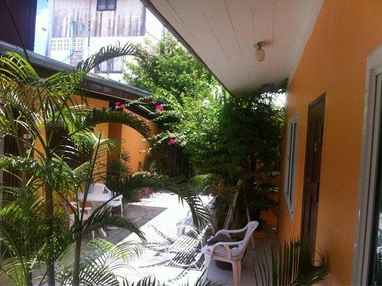 Victor Guesthouse: Nice garden !!!!
