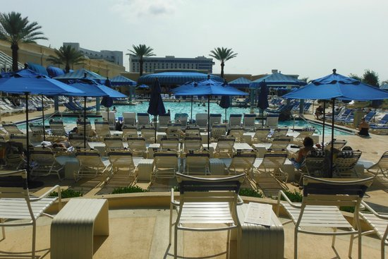 Beau Rivage Resort & Casino Biloxi: Pool area facing the Gulf