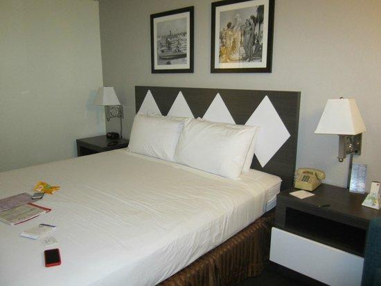 Kings Inn San Diego: Bed