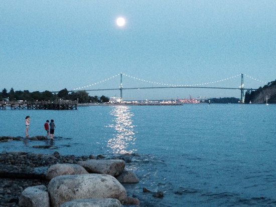 Ambleside Park: Super Moon