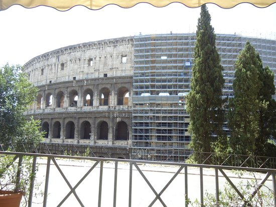 Oppio Caffe : View of Colosseum from our table