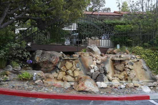 Best Western Casa Grande Inn : A relaxing atmosphere with a little waterfall