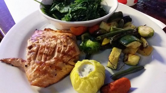 Rock'N Fish : Saumon et petits legumes maison.  Une tuerie.