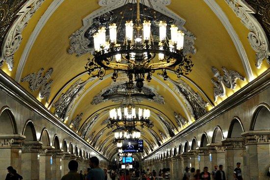 Metro Moskau: Metro de Moscovo. Teto de estação