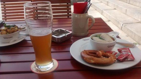 Watzke Brauereiausschank am Ring: cerveza y salchichas