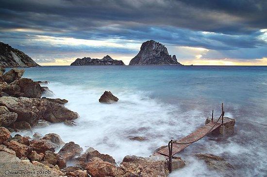 Es Vedra : Vista desde la playa de Cala d'hort, lado izquierdo