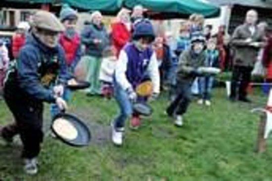 Royal Oak Inn: Pancake Racing at The Royal Oak