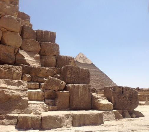 Plateau de Gizeh : Man fears time, but time fears the Pyramids