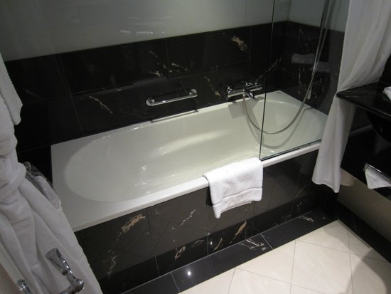 The Westin Grand Berlin : Bathroom