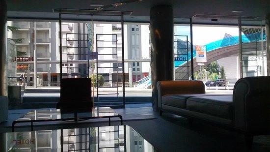 Mola Park Atiram Hotel: Zona de descanso en la recepción del hotel